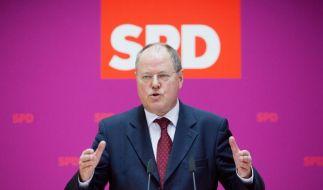 Stolpert von einem Fettnäpfchen ins nächste: SPD-Kanzlerkandidat Peer Steinbrück. (Foto)