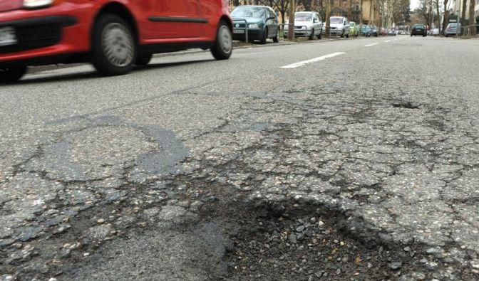 Straßenschäden überall (Foto)
