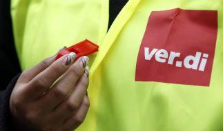 Streikende trillern für bessere Löhne. (Foto)