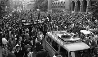Studenten demonstrieren am 5. Juni 1967 in München aus Anlass der Toetung von Benno Ohnesorg. (Foto)