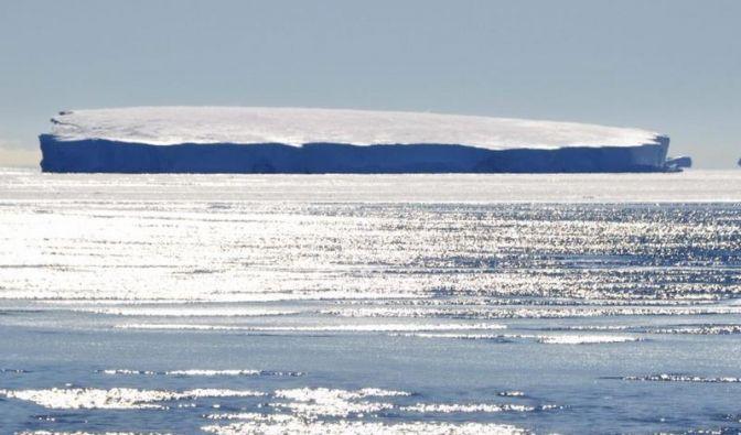 Studie: Veränderte Winde schmelzen Antarktis-Eis von oben und unten (Foto)