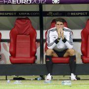 Stürmer Mario Gomez kann es nicht fassen: Deutschland verliert das EM-Halbfinale gegen Italien.