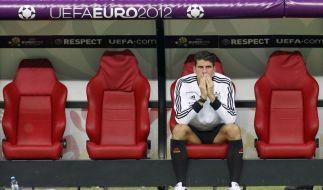 Stürmer Mario Gomez kann es nicht fassen: Deutschland verliert das EM-Halbfinale gegen Italien. (Foto)