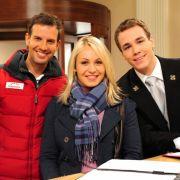 Prominenter Besuch am Fürstenhof: Florian Stadler (links) und Jan van Weyde freuen sich über Magdalena Neuners Gastauftritt.
