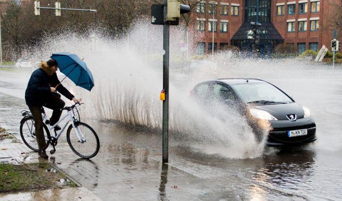 """Sturmtief """"Susanna"""" bringt viel Regen. (Foto)"""