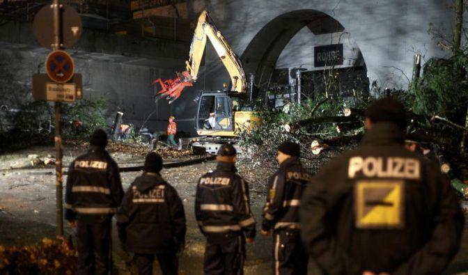 Stuttgart 21: Abriss des Südflügels hat begonnen (Foto)