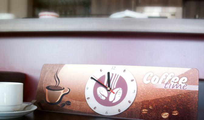Stylische Lounge-Uhren im Coffe-Shop-Look verschönern jedes Ambiente. (Foto)
