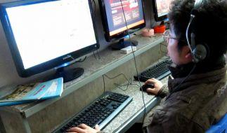 Suchtstoff Internet: Vor allem Jugendliche betroffen (Foto)