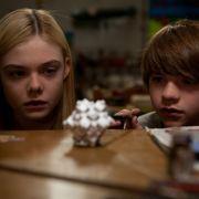 Aliens auf der Spur: Elle Fanning und Kyle Chandler im Kinofilm Super 8.