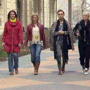 """Susen Tiedtke, Eva Habermann, Julian F. M. Stoeckel und Ulla Kock am Brink machen sich auf zum Rennen um den Titel der """"Promi Shopping Queen"""". (Foto)"""