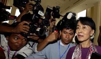Suu Kyi im Parlament vereidigt (Foto)