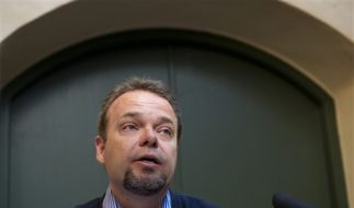 SWEDEN LABOUR MINISTER RESIGNS (Foto)