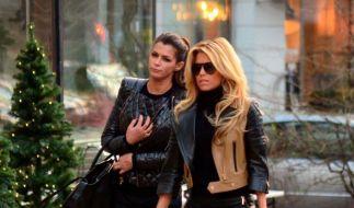 Sylvie van der Vaart (rechts) sucht nach der Trennung von ihrem Mann Trost bei ihrer Freundin Sabia Boulahrouz. (Foto)