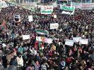Syrer demonstrieren gegen das Blutvergießen. Doch solange sich das Volk schon den Frieden wünscht, solange bleibt er ihm verwehrt. (Foto)