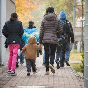 """Flüchtlingsfamilie erhält falschen Asylbescheid mit """"Hitler-Unterschrift"""" (Foto)"""
