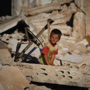 Syrische Kinder werden von beiden Kriegsparteien missbraucht, berichten die Vereinten Nationen.