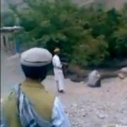 Szene der Hinrichtung einer afghanischen Frau wegen Ehebruchs.