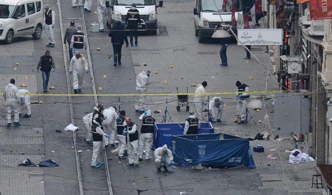 Szenen nach dem Anschlag in der Istanbuler Einkaufsstraße vom 19.03.2016. (Foto)