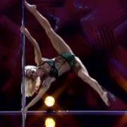 Tänzerin Sammy hebelte die Gesetze der Schwerkraft einfach aus.
