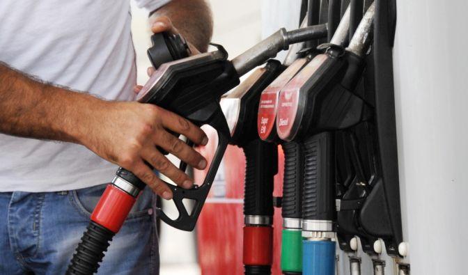 Tanken wird aufgrund des hohen Steueranteils nicht noch billiger. (Foto)