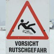 Tausenden Deutschen steckt der Winter mit Eis und Schnee schon jetzt mächtig in den Knochen.
