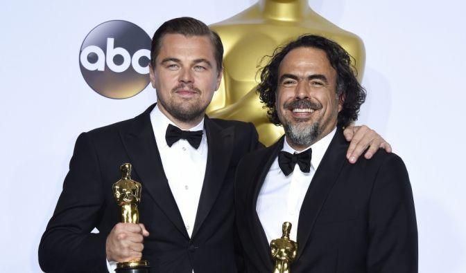 """Team """"Revenant"""" auf Siegeszug: Alejandro González Iñárritu zusammen mit Schauspieler Leonardo DiCaprio. Beide erhielten einen Oscar für ihre Leistungen im Film """"The Revenant"""". (Foto)"""