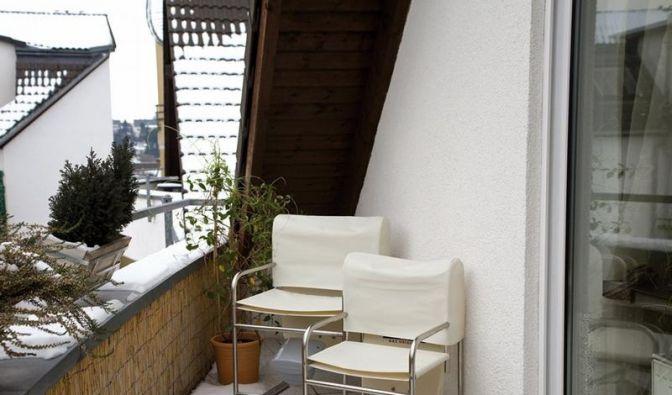 schr ge satellitensch ssel tarnkappenantenne auf dem. Black Bedroom Furniture Sets. Home Design Ideas
