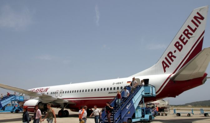 Teure Flugkosten zur Urlaubszeit (Foto)