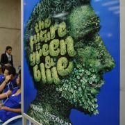 «The Future Is Green  Blue» (dt.: Die Zukunft ist grün und blau): 20 Jahre nach dem Erdgipfel soll in Rio de Janeiro wieder Klimageschichte geschrieben werden.
