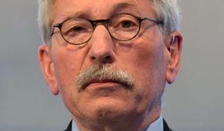 Thilo Sarrazin glaubt, dass die Bundesregierung von eigentlichen Problemen ablenken will. (Foto)