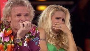 Thomas Gottschalk und Michelle Hunziker können bei der Messerschlucker-Nummer kaum zusehen. (Foto)