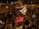 Thousands of Israelis gather to protest against the cost of living in Israel, in Jerusalem Saturday, (Foto)