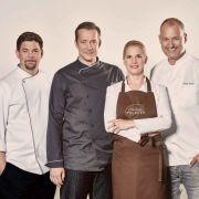 Tim Mälzer, Alexander Herrmann, Cornelia Poletto und Frank Rosin kämpfen für ihr Team. (Foto)