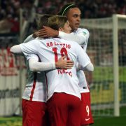 Timo Werner, Emil Forsberg und Yussuf Yurary Poulsen (l-r) von Leipzig bejubeln den 2:1-Treffer. (Foto)
