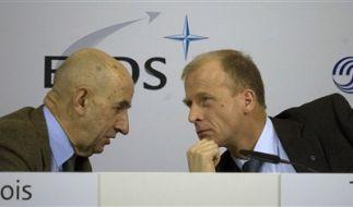 Tom Enders (r.) und Louis Gallois bei der Pressekonferenz in Sevilla. (Foto)