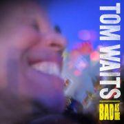 Nach sieben Jahren meldet sich Tom Waits mit einem komplett neuen Album zurück. Auf Bad As Meschrammt er sich unerschrockener denn je durch die Weltgeschichte.