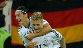 Torschütze Marco Reus und Mesut Özil harmonierten hervorragend - und zeigten ihre Spielfreude. (Foto)