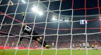 Torwart Felix Wiedwald von Werder Bremen verpasst den Ball zum 1:0 während des ersten Spieltages der neuen Bundesliga-Saison am 26. August in der Allianz Arena in München gegen den FC Bayern. (Foto)