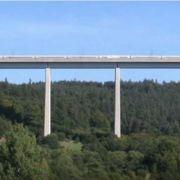 Tot unter der ICE-Brücke zwischen Kassel und Fulda: Hier stürzte der Mann mit seinen zwei Kindern in den Tod. (Foto)