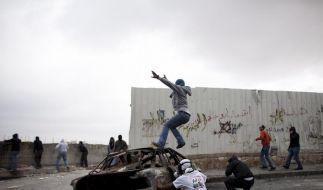 Tote und Verletzte bei Sturm auf Israels Grenzen (Foto)