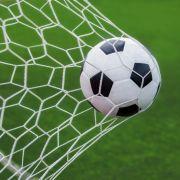 Traditionsvereine bangen: Der Zweitliga-Abstiegskampf geht am 30. Spieltag in der heißen Phase.