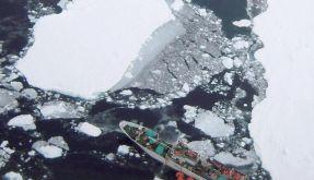 Trawlerbesatzung kämpft im Eismeer ums Überleben (Foto)