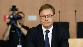 Trotz der Milliardenhilfen des Staates bekam HRE-Chef Wieandt doppeltes Gehalt. (Foto)