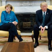 Trump hat Merkels Handschlag-Frage wohl überhört (Foto)