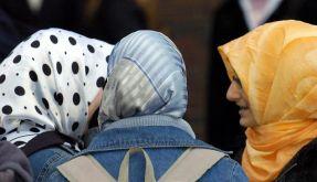 Türkische Schülerinnen mit Kopftuch in Duisburg (Foto)