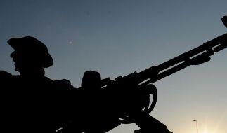 TV:Ausbilder und Waffen für libysche Rebellen (Foto)