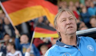 U21-Trainer Horst Hrubesch will sich beim Spiel gegen die Färöer Inseln am 24.03.2016 für die EM in Polen 2017 qualifizieren. (Foto)