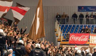 Ueber 50 Festnahmen bei Fanrandale in Hamburg (Foto)