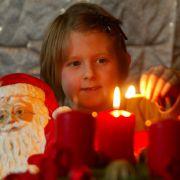 Überall funkelt und brennt es - auch im eigenen Haushalt. Wie Sie Kinder vor der Hitze schützen, weiß news.de.