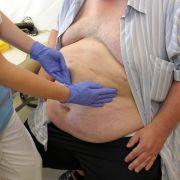 Übergewicht und Adipositas: Das Durchschnittsgewicht der Deutschen stieg zwischen 1999 und 2009 um 2,1 Kilo.